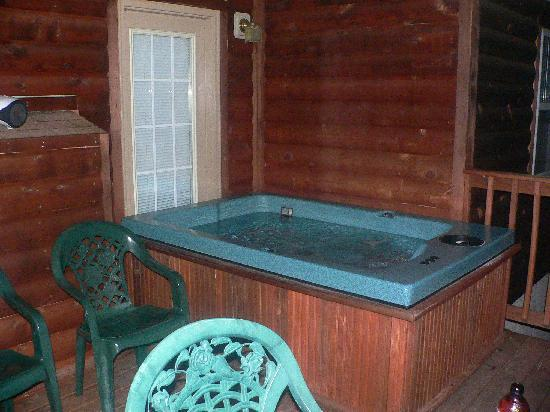 LakePointe Resort: The hot tub