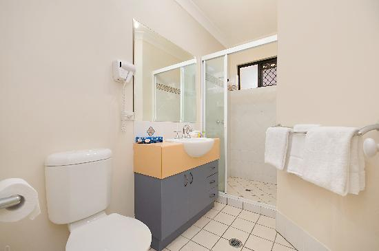 BEST WESTERN Central Plaza Apartments: Bathroom, meticulously clean