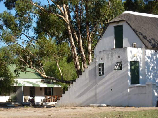 Kersefontein Guest Farm: bar-building and rooms