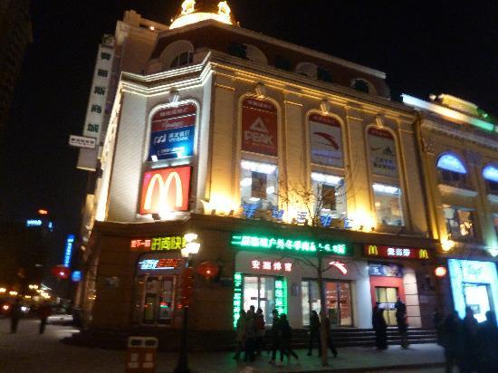 McDonalds Central Street: McDonald in der Mitte der Fussgängerzone