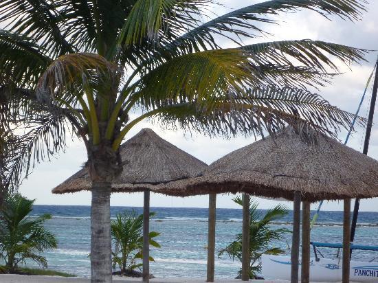 Mahahual, México: Bonita playa que da al malecon