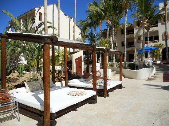 Park Royal Los Cabos: Beds around the pool for relaxing/sunning