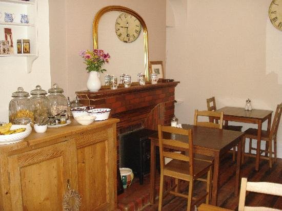 The Fairhaven Bed and Breakfast: The breakfast room