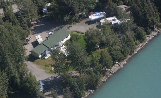 Kenai Riverfront Resort: Absolutely Perfect Lower Kenai River Location for Reds, Silvers & Kings!