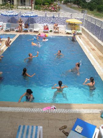 Blue Velvet Hotel: HAVUZ KEYFİ