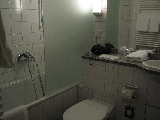 Parkhotel im Lehel: baño