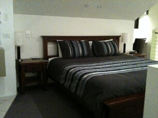 Merlot & Verdelho Townhouses: Mezzanine bed