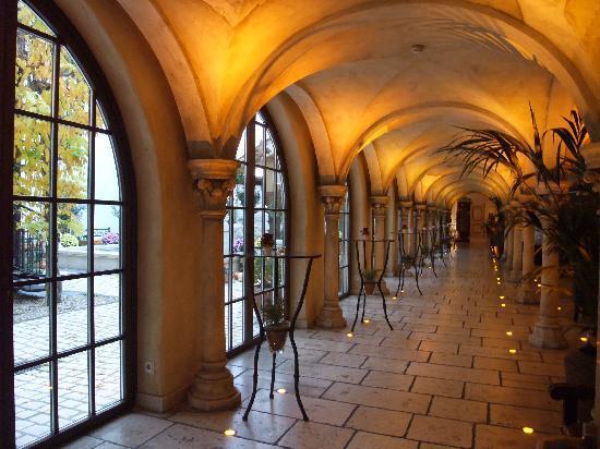"""Hotel """"Santa Isabel"""" Europa-Park : Hotelflur zum Wellness- und Spabereich"""