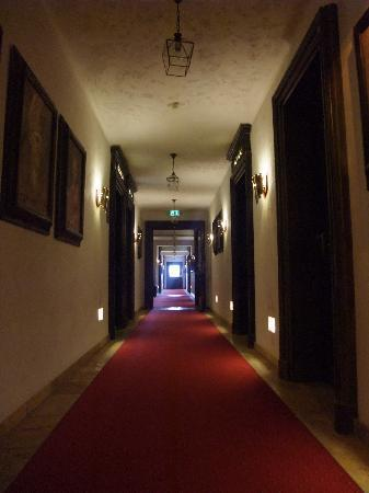 """Hotel """"Santa Isabel"""" Europa-Park : Hotelflur auf den Zimmeretagen"""