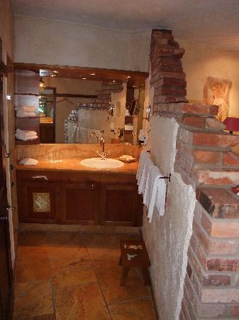 """Hotel """"Santa Isabel"""" Europa-Park : Waschbereich im Hotelzimmer"""