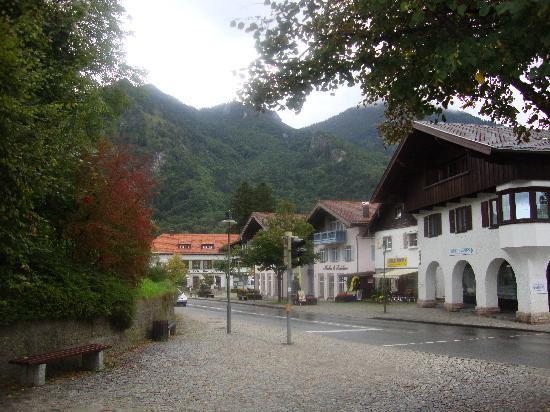 Gasthof Prinzregent: Infront of the hotel