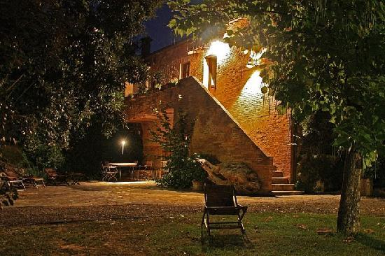 Sovicille, Italy: Avondsfeer