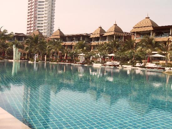 Springfield @ Sea Resort & Spa: Immense piscine de l'hotel