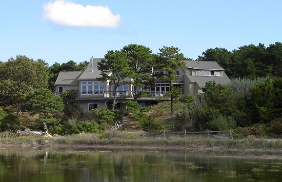 ‪Oyster Cove B&B On Wellfleet Harbor‬