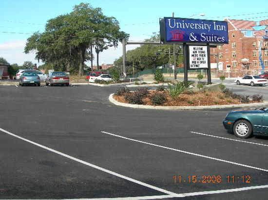 University Inn & Suites Tallahassee: Located conveniently to Florida State University