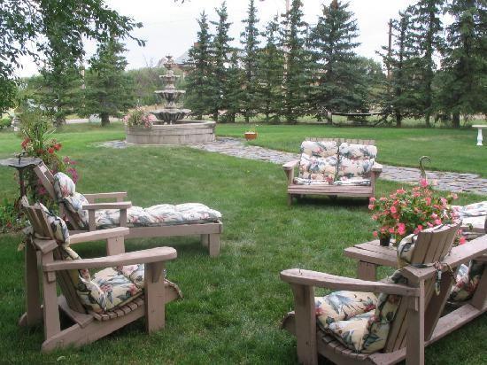 Wakamow Heights Bed and Breakfast: relax on the grounds