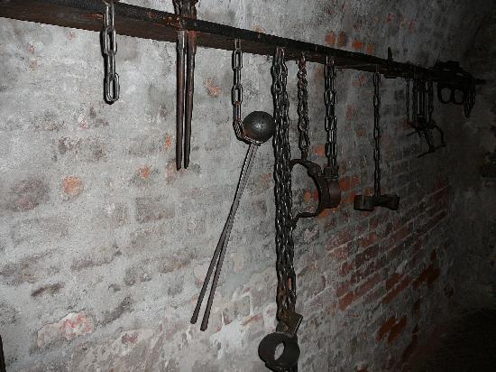 Lochgefängnis: Folterwerkzeuge