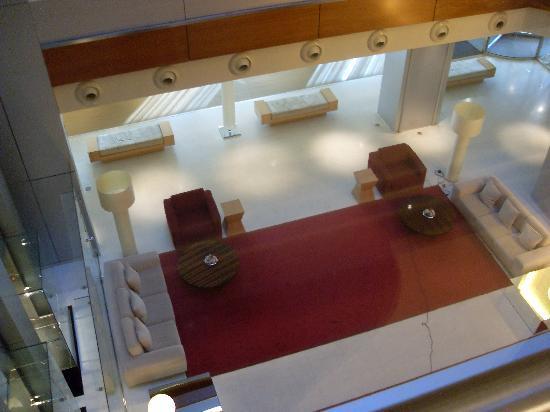 Hotel Nuevo Madrid: Vista desde la segunda planta hacia el hall