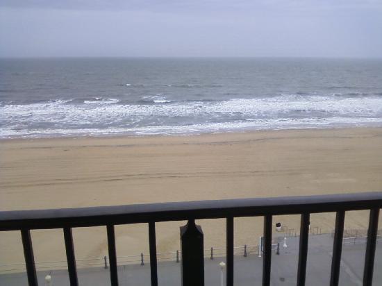 Best Western Plus Virginia Beach: Beach View