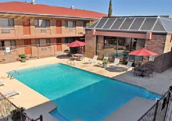 Travelodge Willcox: Our Pool Area