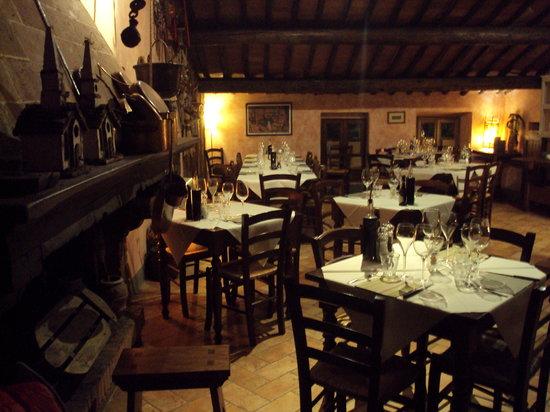 Montefollonico, Italia: sala