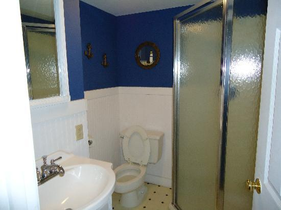 Back Side Inn: The bathroom