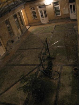 อเวนทูร่า บูติค โฮสเทล: Apartment building courtyard
