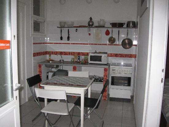 Aventura Boutique Hostel: Kitchen