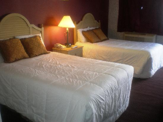 Budgetel Inn & Suites Atlantic City: Std. Two Double or One King & One Double Bed
