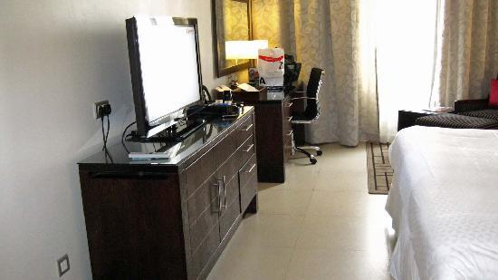 Four Points by Sheraton Lagos: A corner room... Adequately furnished and clean.