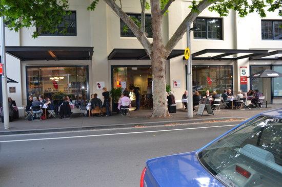 Larrikin's Cafe & Lounge Bar