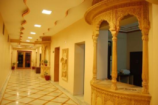 Hotel Priya: Reception