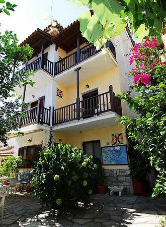 Katerina's Apartments: Exterior view