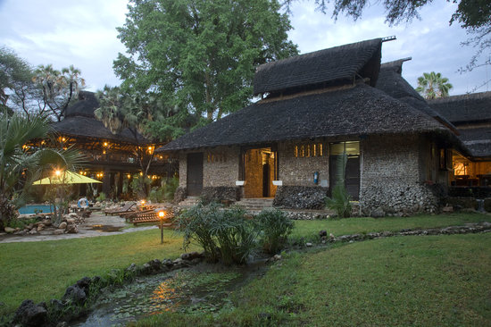 ‪ساروفا شابا جيم لودج: the exterior of Sarova Shaba Game Lodge‬
