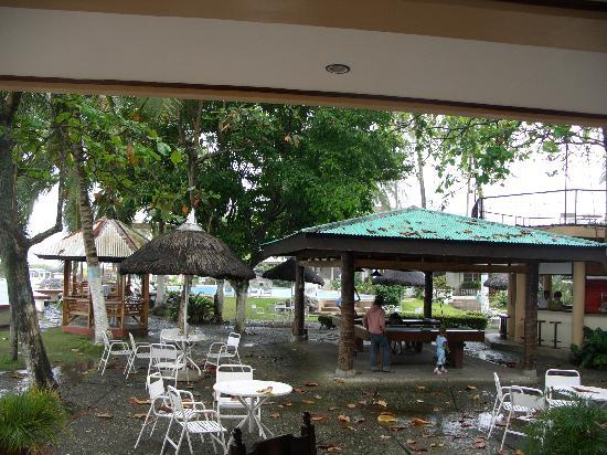 Paras Beach Resort: rainy afternoon
