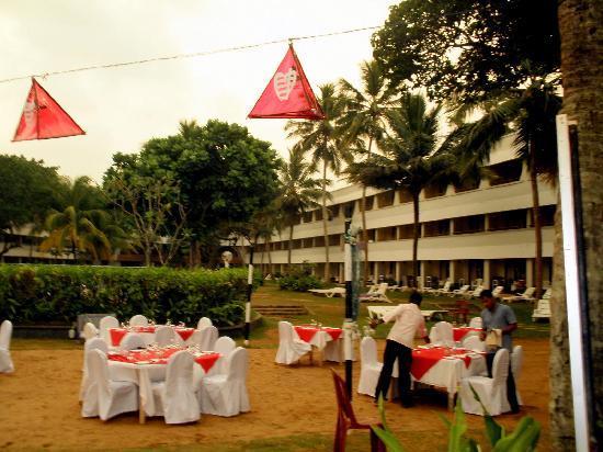 Club Palm Garden: Vorbereitung für ein Abenddinner am Strand
