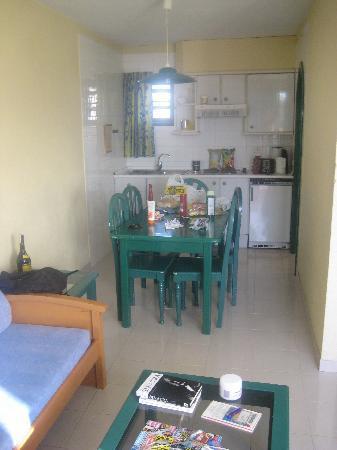 Paradero Hotel: kitchen