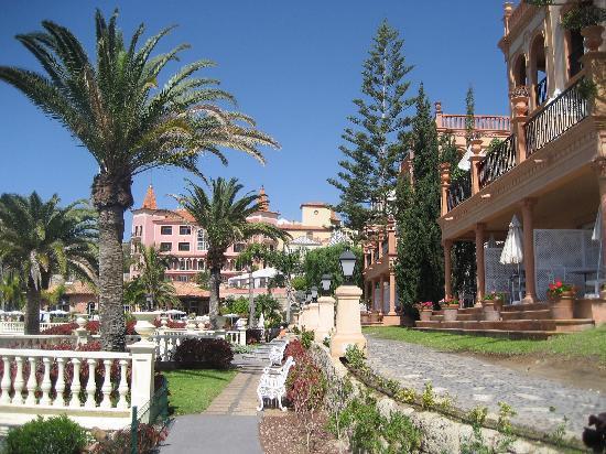 Gran Hotel Bahia del Duque Resort: hotel view