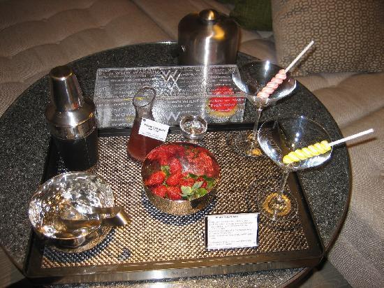 W Bali - Seminyak: complimentary cupcakes and martini