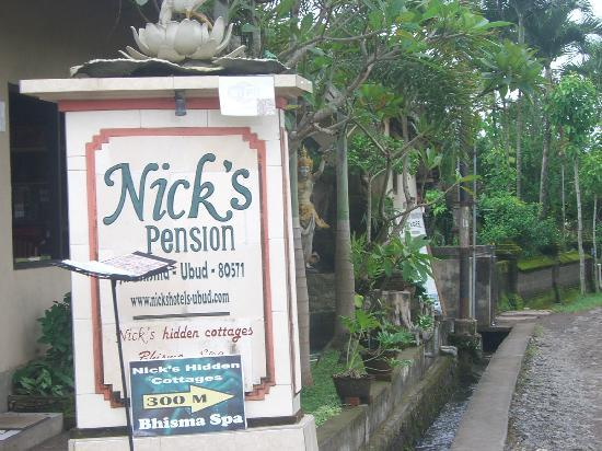 Nick's Pension: entrance
