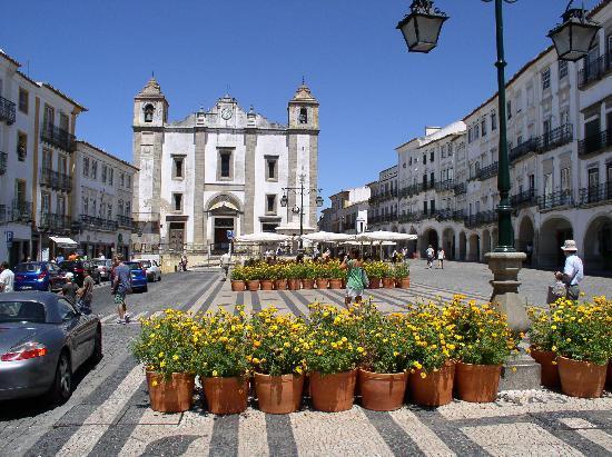 Der Giraldo-Platz in Evora
