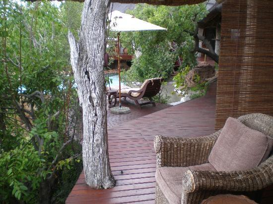 Nedile Lodge: Every room has a private porch ..