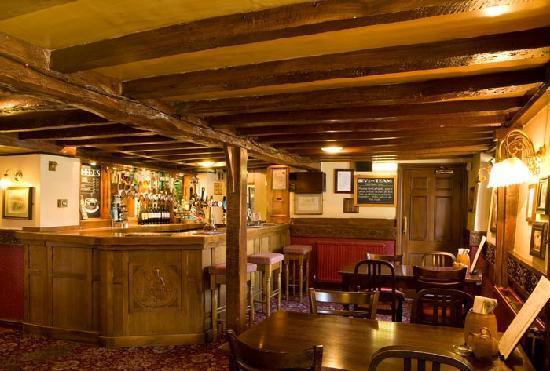 The Queens Head Hotel: Bar