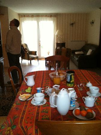 Au Pre du Moulin: Guests' lounge & dinning room