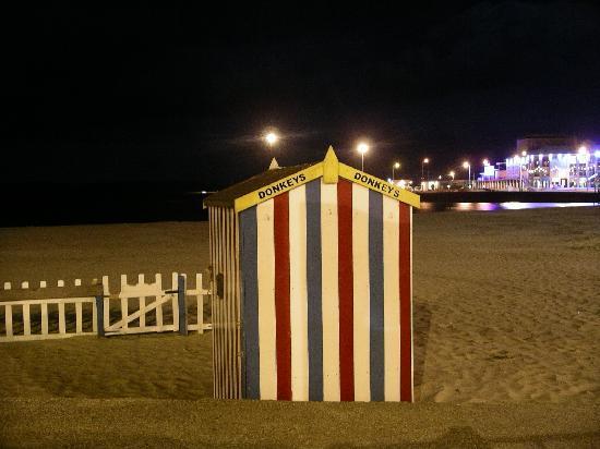 Bay View Hotel Weymouth: Beach at night