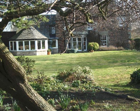 Drem Farmhouse Bed and Breakfast: Garden and conservatory