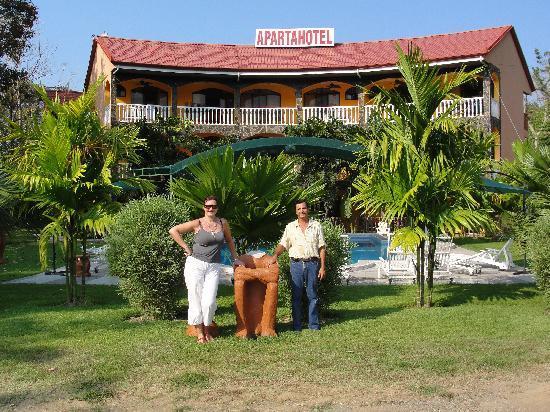 Playa Luna Apart Hotel : Lesley & Alejo in front of Hotel