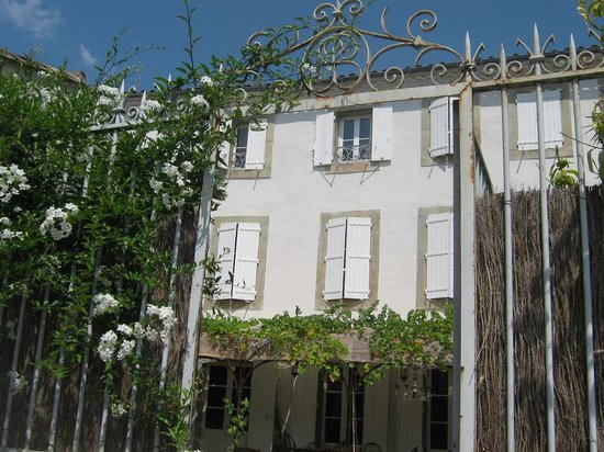 Le Patio des Senteurs: La facade Sud de la Maison
