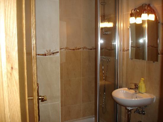 cuarto de baño con plato de ducha - Picture of Puerta ...