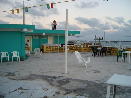 Vistalmar Hotel : the third floor deck
